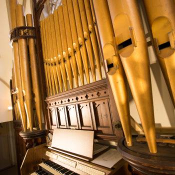 美しい音色奏でるパイプオルガン