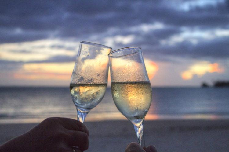 シャンパンにまつわるロマンティックな由来
